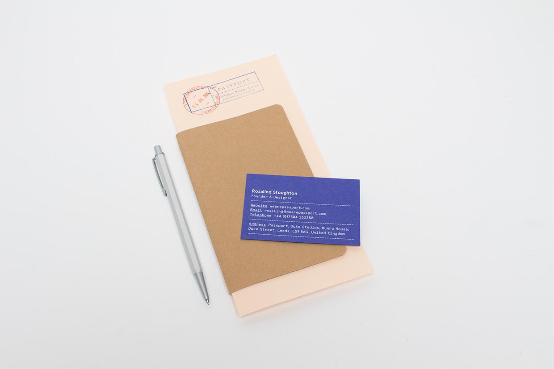 Passport - wizytowka na kartonie2