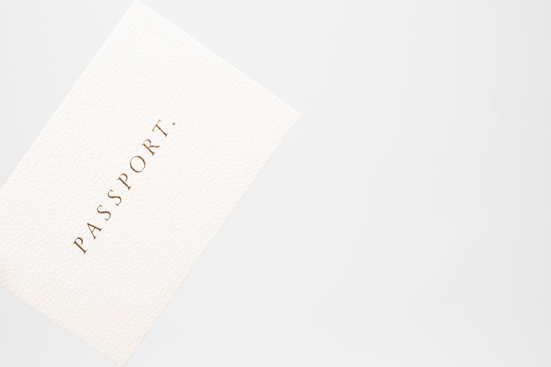 Passport - złoty pantone